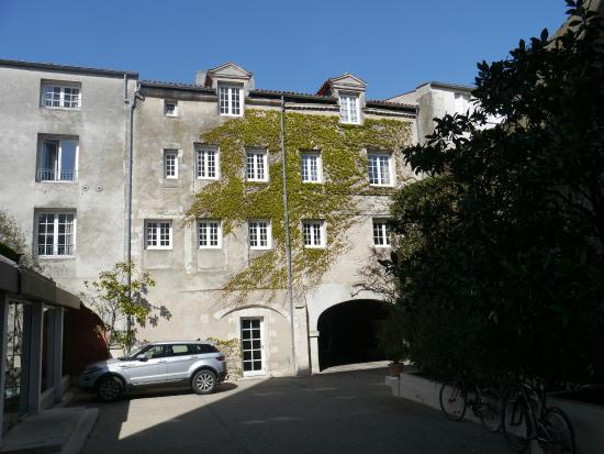 Résidence de France : Courtyard