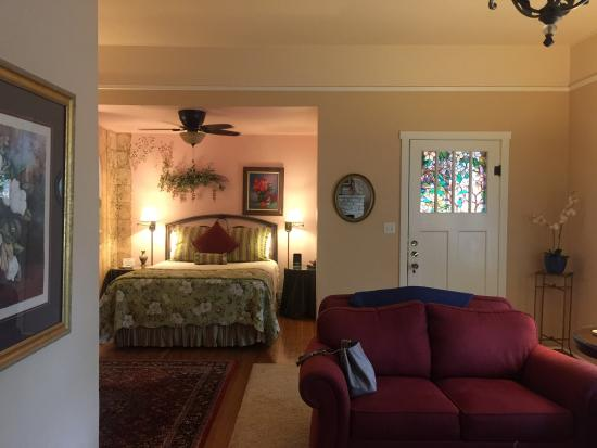 Magnolia House Bed and Breakfast : photo1.jpg