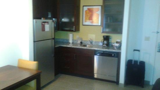 Residence Inn Springfield Chicopee : Kitchen