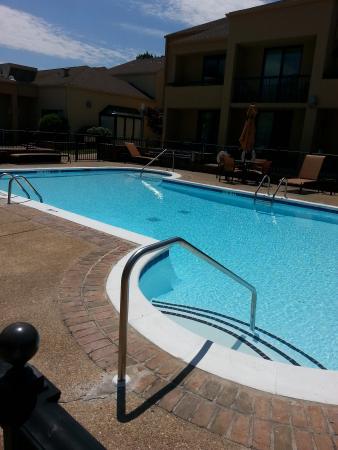 Courtyard Columbus : pool