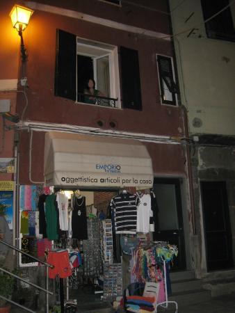 Monica Lercari Rooms: Front of building, room window open
