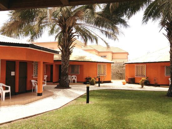 Avalon Garden Lodge: Lodge grounds
