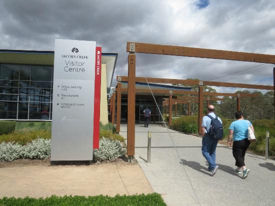Barossa Valley Wine Tasting Tours: Finally, I get to see Jacob's Creek Winery