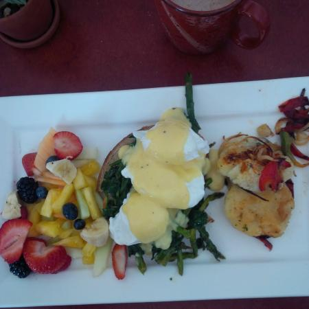 Goodness Gracious Cafe: Eggs Benedict with Spinach and Asparagus with potato pancake and side of fresh fruit salad.