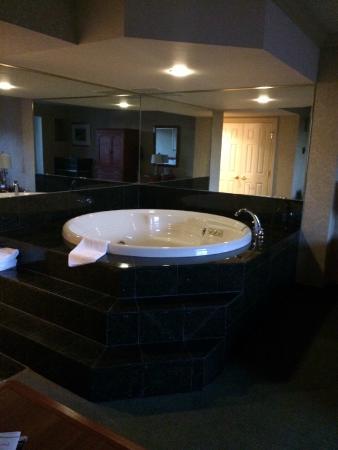 Nottawasaga Inn Resort: Huge Jacuzzi