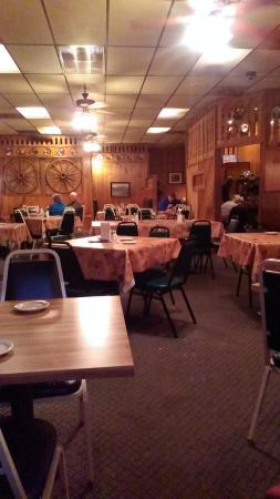 Fredrick Inn Steakhouse: Dining room