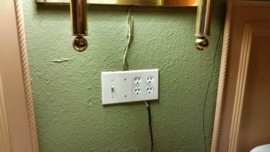 Days Inn Gastonia - West of Charlotte Kings Mountain: Fire Hazard Wiring (Not to Code)