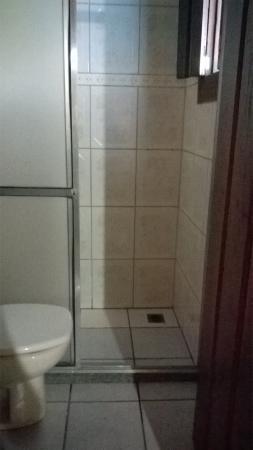 Pousada Brisamar: Banheiro sujo e com mal cheiro