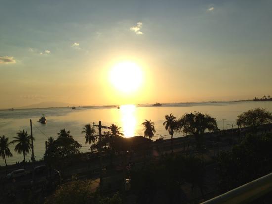 Aloha Hotel: Sunset