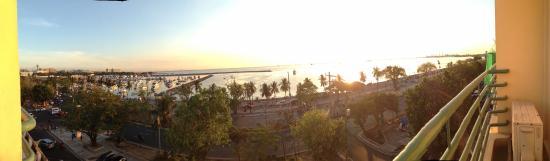 Aloha Hotel: Manila Bay in the afternoon