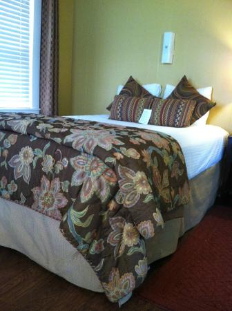 The Palm : Notice the pillow menu on the bed.