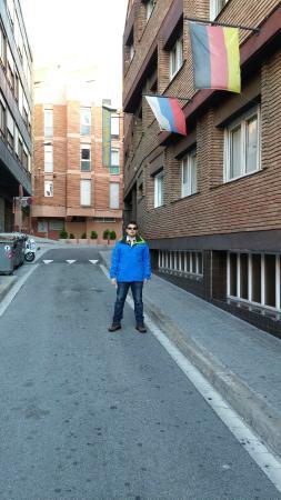 Catalonia Park Putxet Hotel: Na frente do hotel