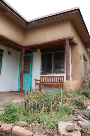 Ghost Ranch Education & Retreat Center: Porch outside our room in Pine cottage
