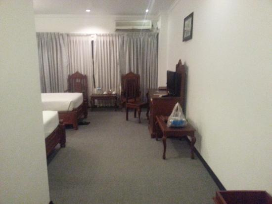 Royal Naypyitaw Hotel : 입구에서 찍은 방 사진
