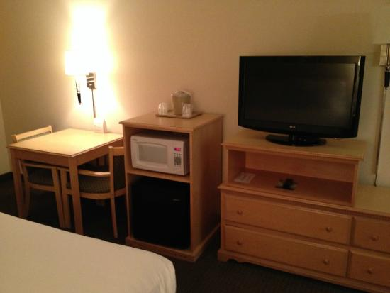 Holiday Inn Express Bend : Mini Fridge, Microwave & TV