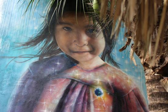Villa ZenaLiza: Courtyard mural by local artist