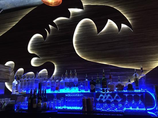 Karma Sushi Bar Grill: cool bar decor