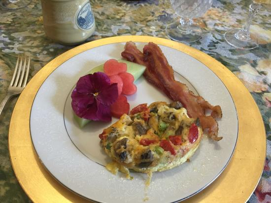 Lovelace Manor Bed and Breakfast: Delicious Breakfast