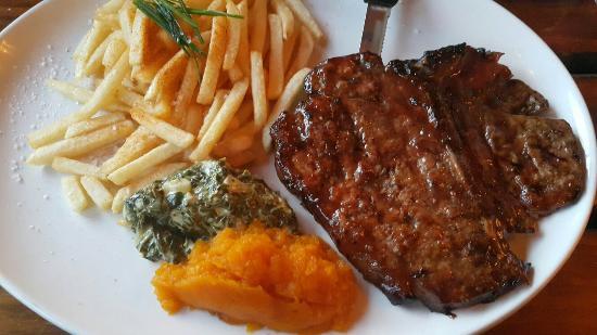 Reef and Dune : T-bone steak and rollo cheese cake