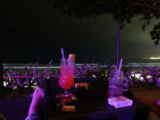 INTERCONTINENTAL Bali Resort: sunset beach barからの眺め