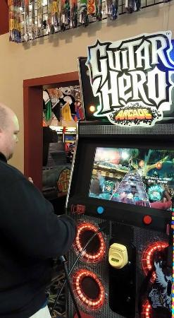 Long Beach, WA: Rocking out to Stevie Ray Vaughan on Guitar Hero Arcade at Funland