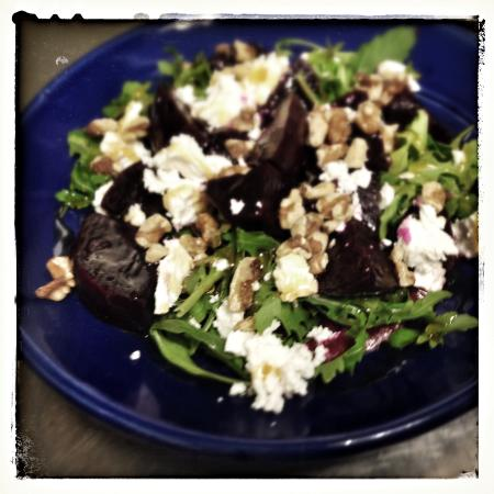 Deliciosa Tapas & Wine: Deliciosa BGR Salad (beetroot, goats cheese + rocket)