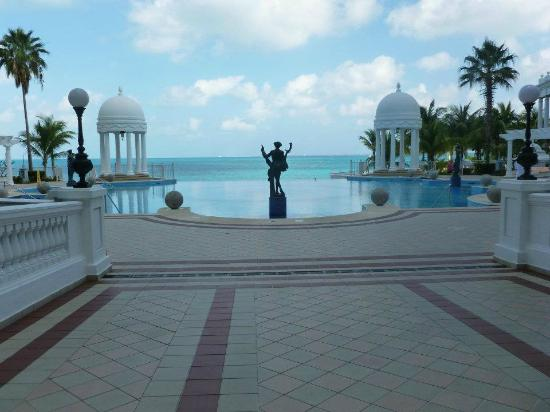 Alberca picture of hotel riu palace las americas cancun for Alberca las americas