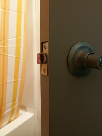Long Beach, WA: Poor craftsmanship in the bathroom door.