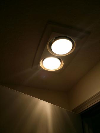 Long Beach, WA: Bathroom lights and vent