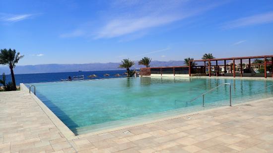 Grand Swiss-Belresort Tala Bay, Aqaba: une des piscines