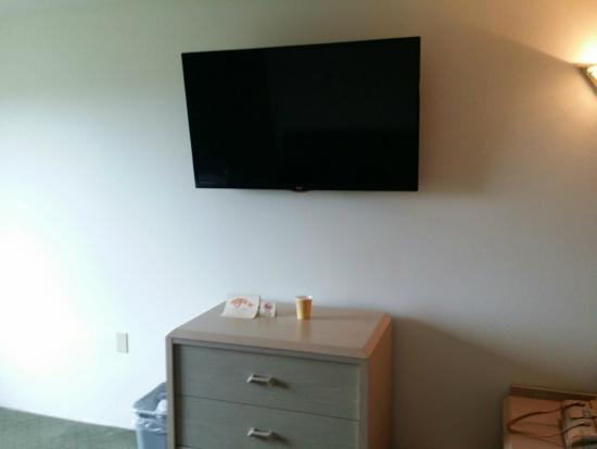 "Long Beach, WA: Nice new 32"" LG flat screen tv's"
