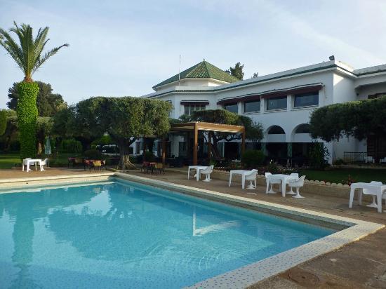 Hotel Transatlantique Meknes: Pool