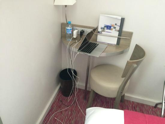 Bureau trop petit pour poser un ordinateur portable for Petit bureau pour ordinateur portable