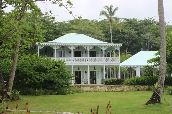 Playa Grande : Hôtel le long de la plage