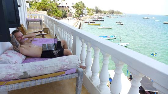 Shela Bahari Guest House : Getting a little work in from our balcony