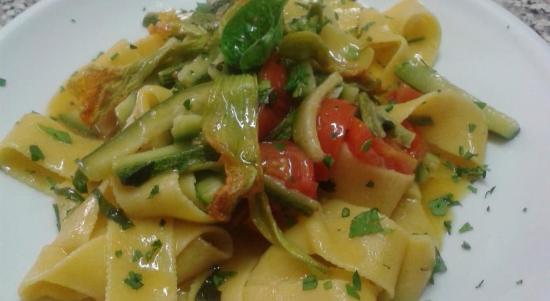 Agriturismo il Portico Ristorante: Pappardelle con zucchine