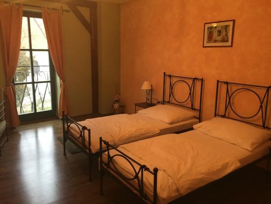 Hotel VIA IRONIA : Zimmer