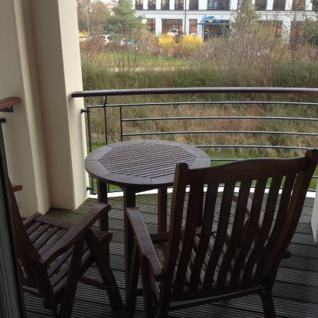 balkon bild von yachthafenresidenz hohe d ne warnem nde tripadvisor. Black Bedroom Furniture Sets. Home Design Ideas