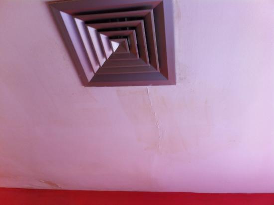Hotel Como: umido sopra il letto