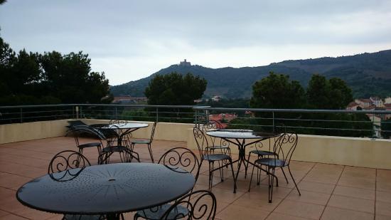 Villa Miranda : Terraza en la que se sirven los desayunos. Nosotros desayunamos dentro, porque había llovido ...