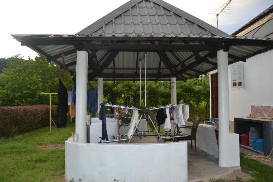 Sky Blue Guest House: Lavanderia