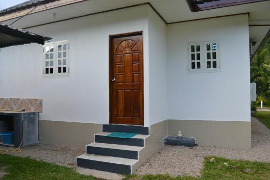 Sky Blue Guest House: Porta sul retro