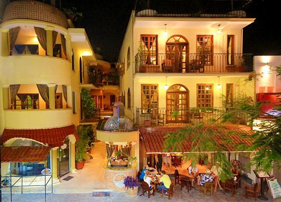 هوتل كيلو: Hotel Cielo y Restaurante Carboncitos