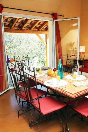 Residence Les Portes des Cevennes : Salle à manger logement
