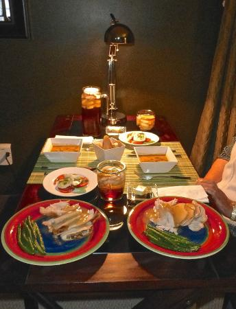 Malolo Bed and Breakfast: Dinner prepared by Chef George