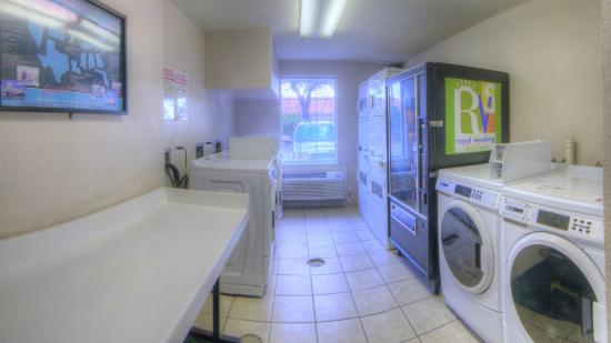 Orlando/Florida Turnpike Extended Stay Hotel: Guest laundry
