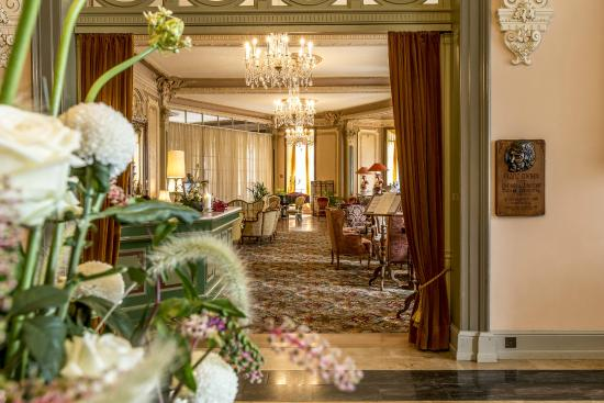 Grandhotel Giessbach: The Lobby and Reception