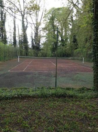 Terrain de tennis ou de se qu 39 il en reste picture of for Dimension d un terrain de tennis