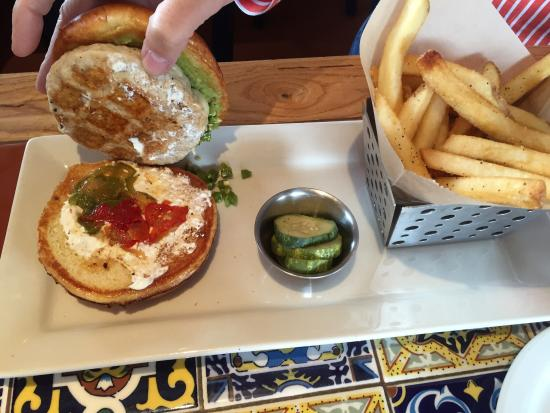 Chili's Grill & Bar Restaurant: Guacamole turkey burger