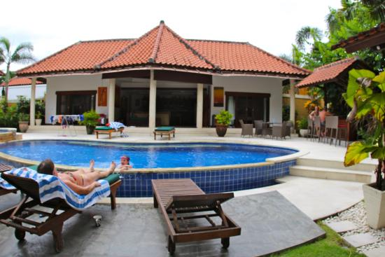 Villa Bugis: Photo of the main building from other side of the pool